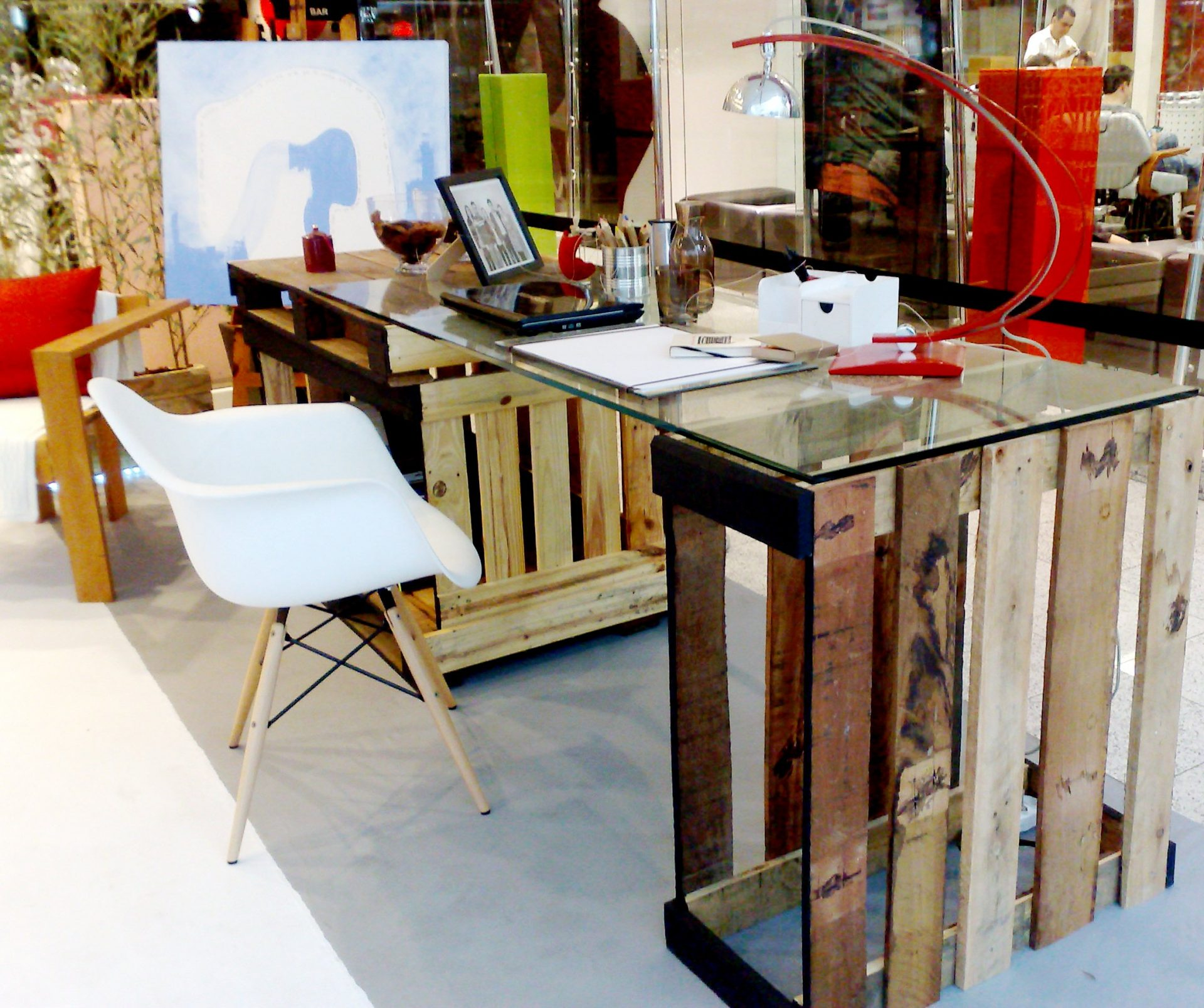 vista! Mesa feita com caixotes de madeira: ótima e linda ideia não #C41204 2271x1902
