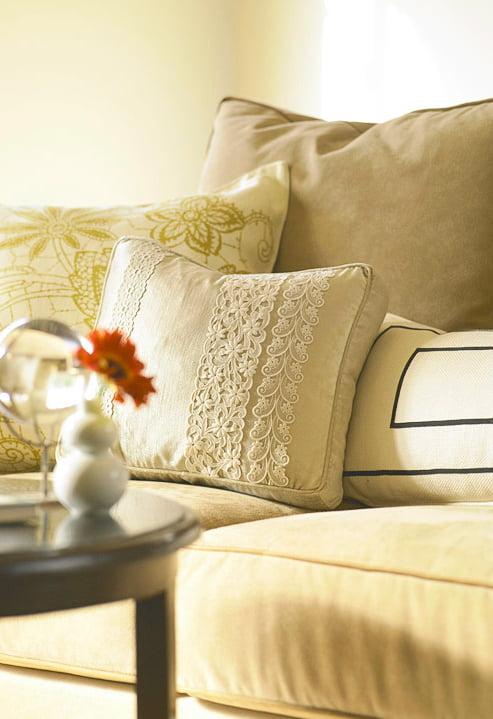 screenshot 2012 11 14 18 22 431 Inspiração do dia: almofadas criativas na decoração