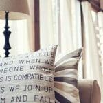 Inspiração do dia: almofadas criativas na decoração