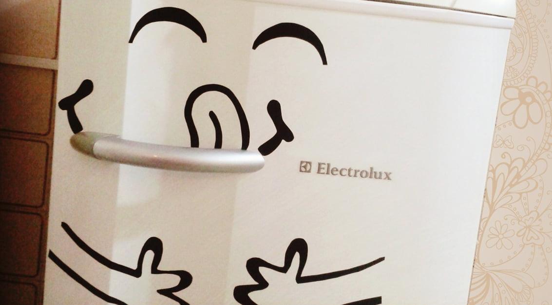 Criando em casa: adesivo de geladeira!
