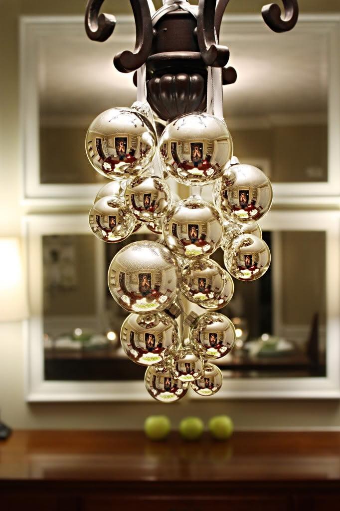 Diy decora o com bolas de natal mania de decora o for Christmas decorating ideas for dining room chandelier