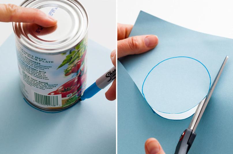 Marque na cartolina (ou papelão) o formato do círculo e recorte o molde.
