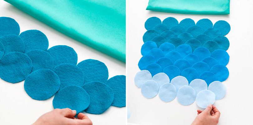 Antes de colar o feltro na almofada, organize previamente os círculos de modo que os tons fiquem em degradê