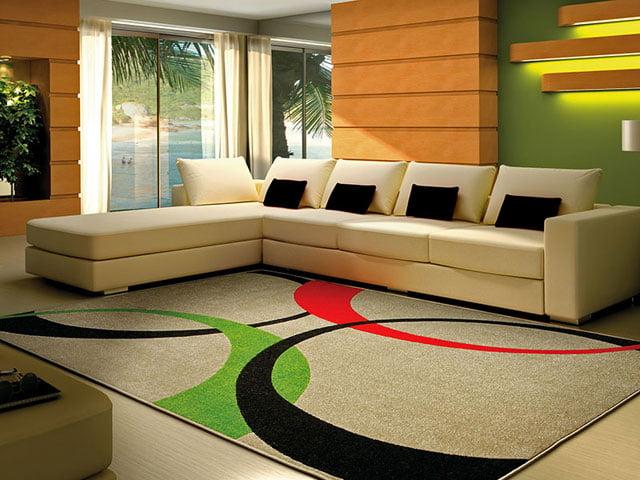 Os tapetes estampados devem se contrapor à cor da decoração do ambiente, cuidado para não misturar muito as cores com as dos enfeites ou móveis.