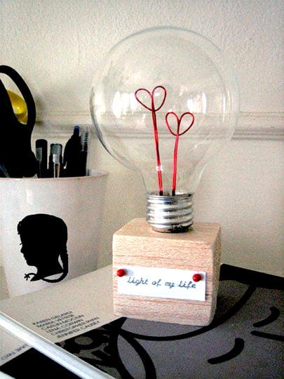 Como-reaproveitar-lâmpadas-queimadas-mesa