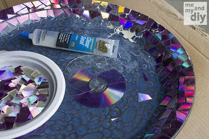 mosaico-com-cd-pedaços-colando