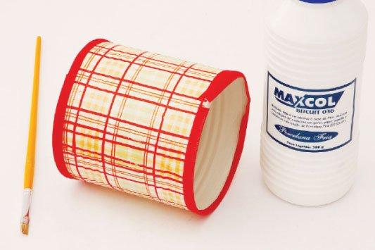 Como-fazer-porta-papel-higienico-latas-bordas