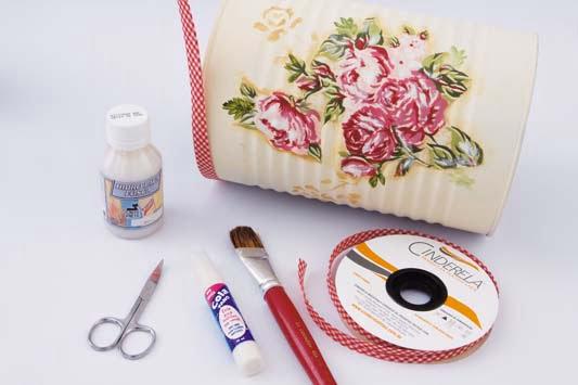 Como-fazer-porta-toalhas-latas-fita