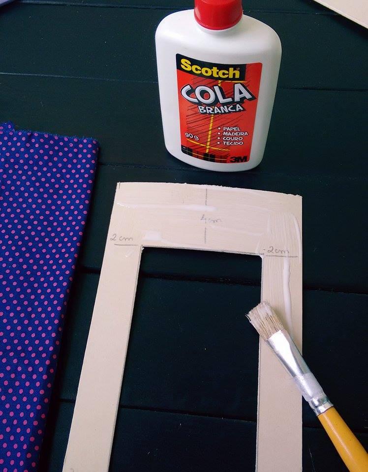 como-fazer-porta-retrato-com-papelao-cola