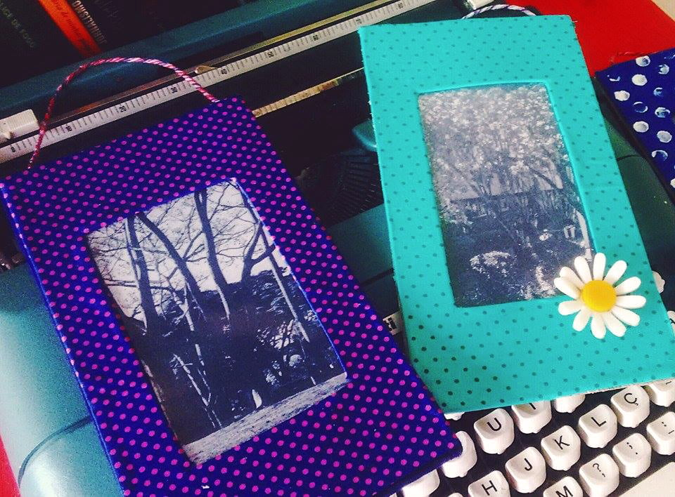 como-fazer-porta-retrato-com-papelao-fotos