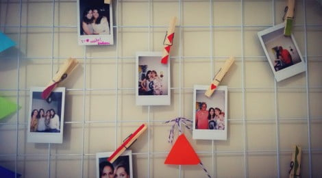 Como fazer mural de fotos + porta colares