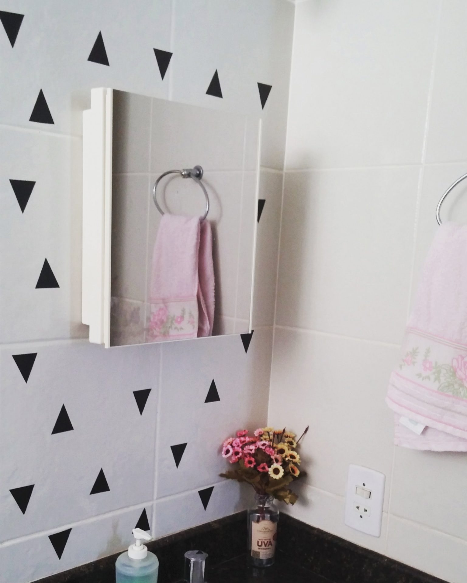 decorar banheiro antigo alugado: banheiro. Achei que deu um charme a  #664543 2304x2880 Banheiro Antigo Decoração