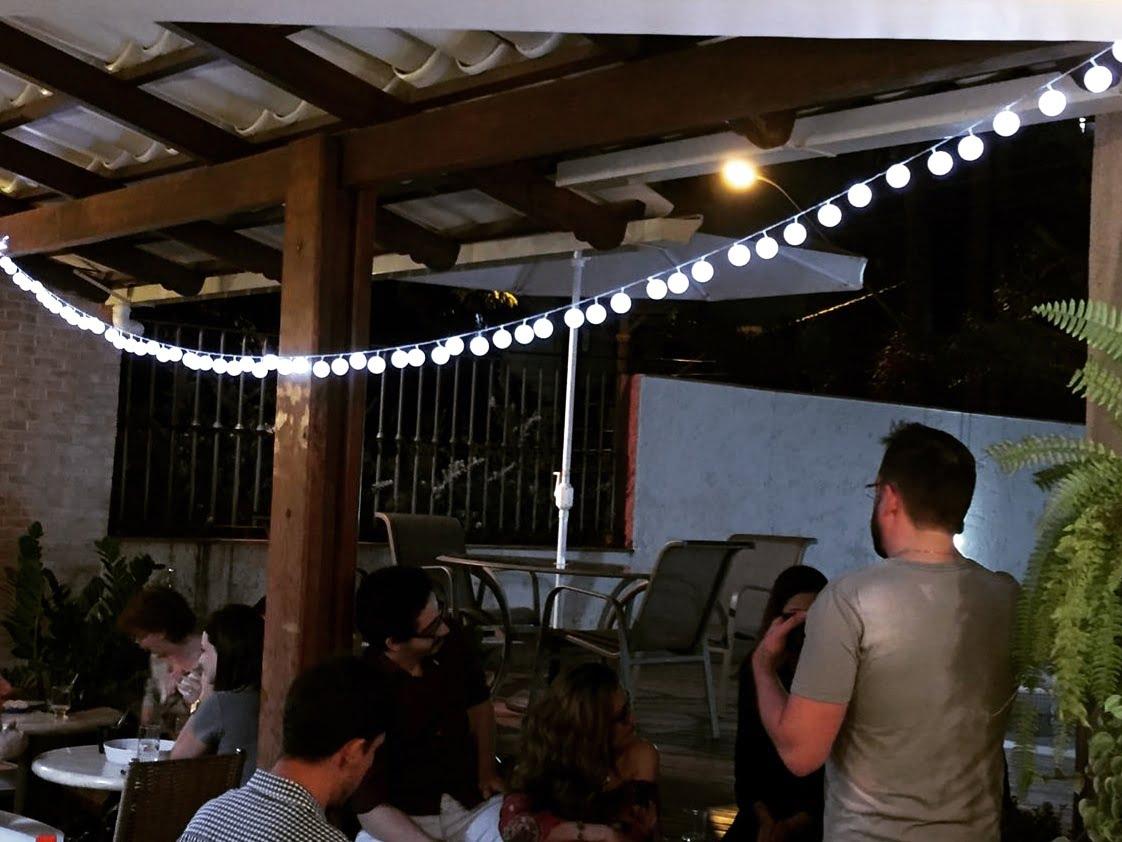 como-fazer-luzes-com-bolas-de-pingue-pongue-festa