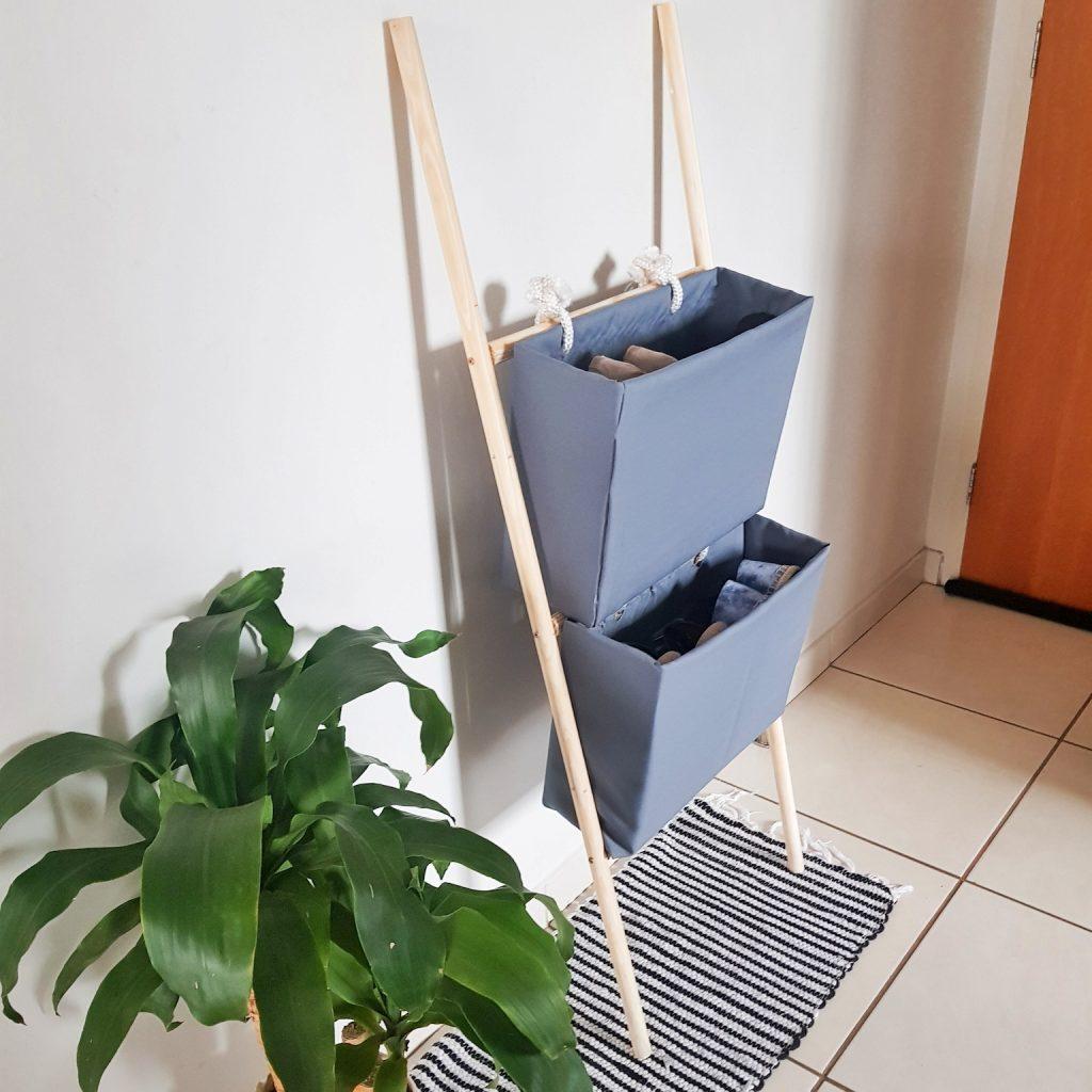 Sapateira com caixa de papelão DIY