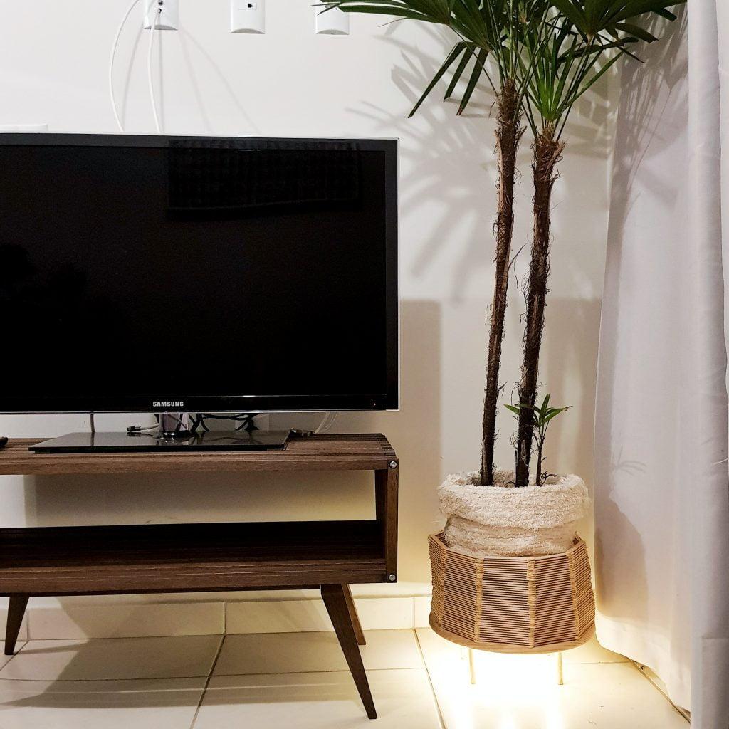 Cachepot-luminária feito com palitos de picolé