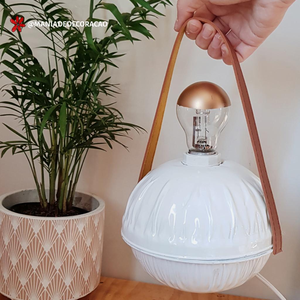 Luminária feita com lata de queijo