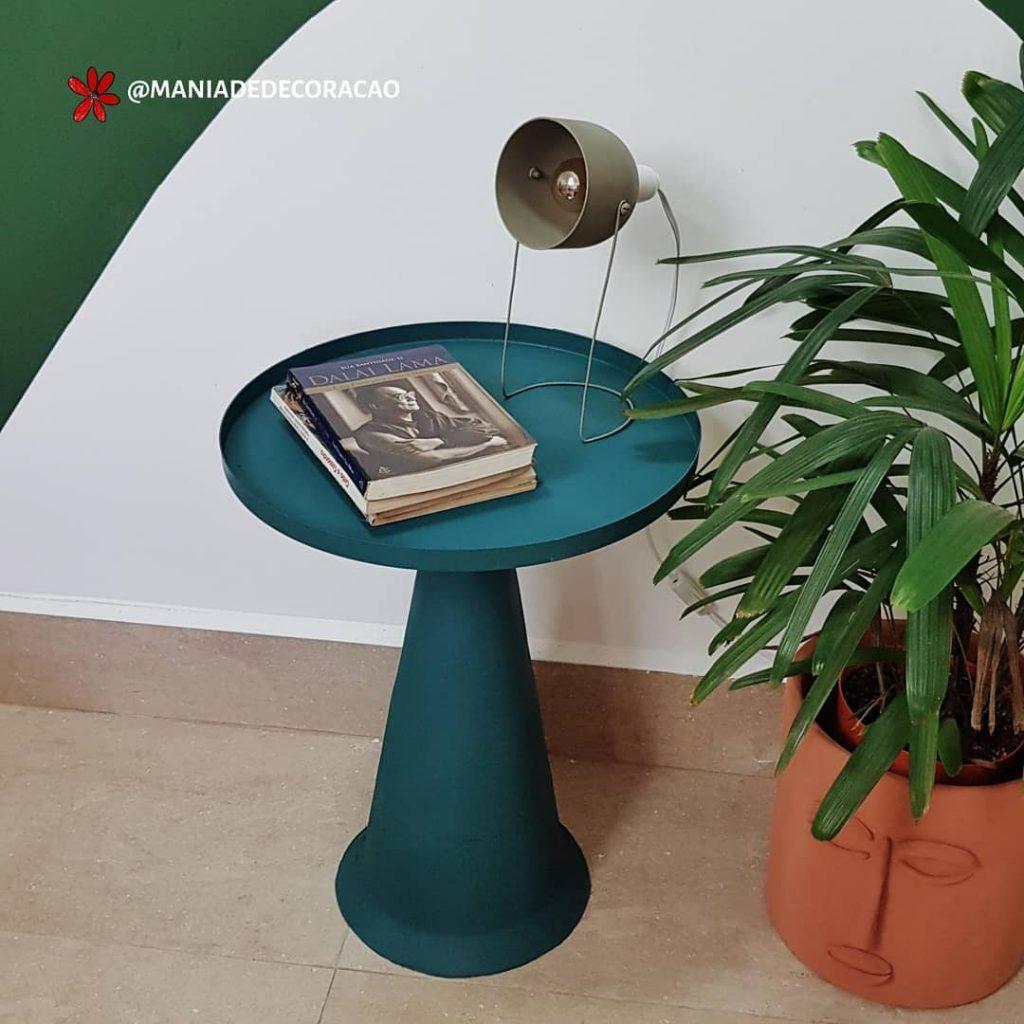 Mesa lateral feita com cone